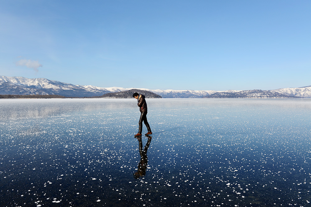 Lake Kusharo completely full of ice, photo tout to Japan