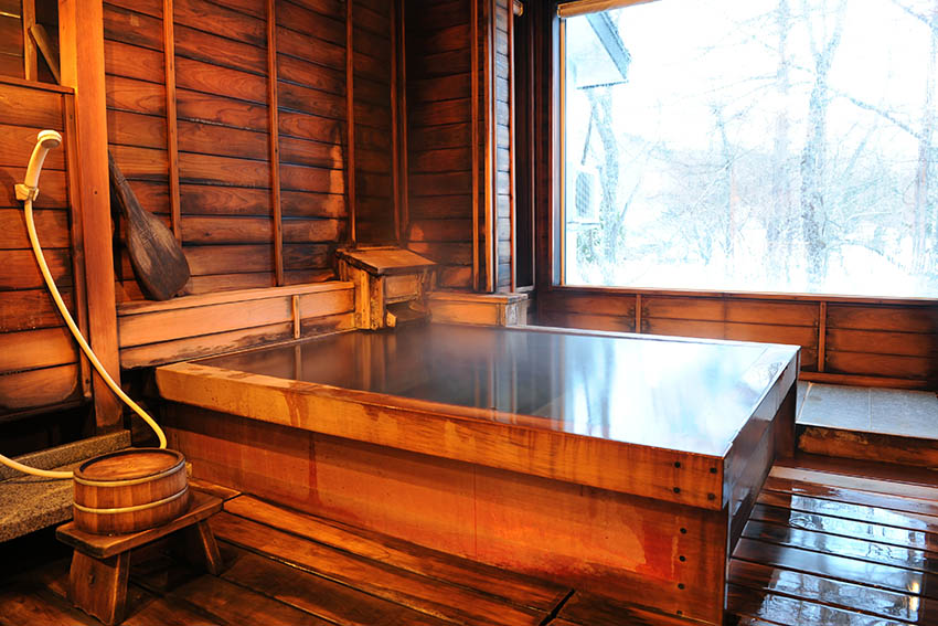Hot spring bath in ryokan, photo tout to Japan