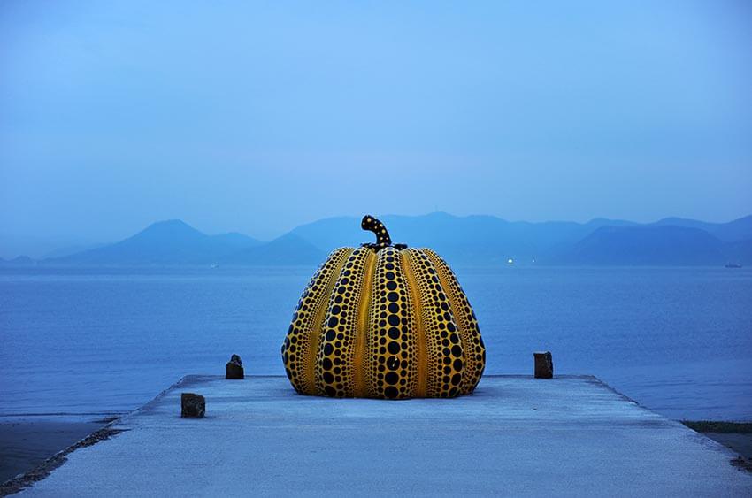 Yayoi Kusama pumpkin in Naoshima, photo tour to Japan