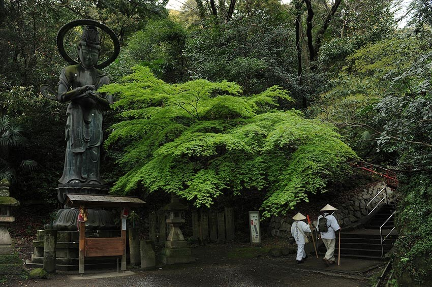 Pilgrims entering a temple