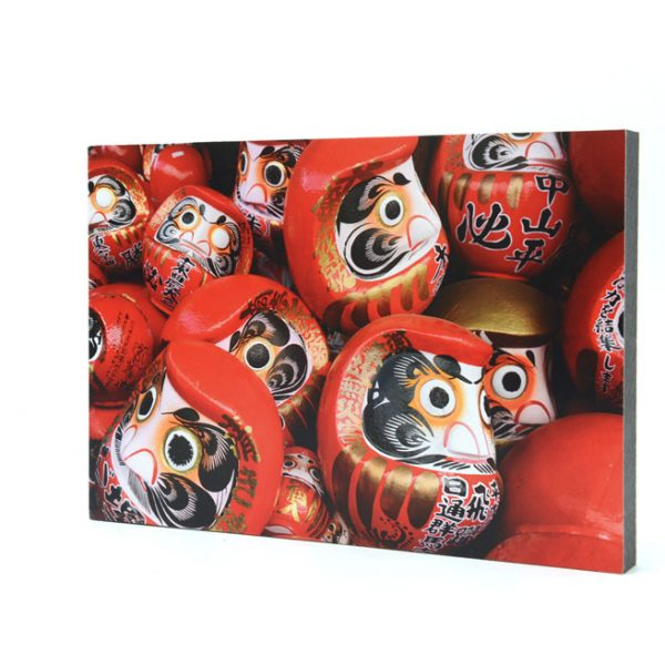 Daruma with both eyes painting ready to be burnt.